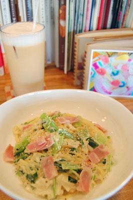 小松菜とベーコンのクリームパスタ