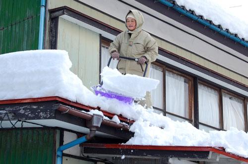 南側の下屋の雪下ろし