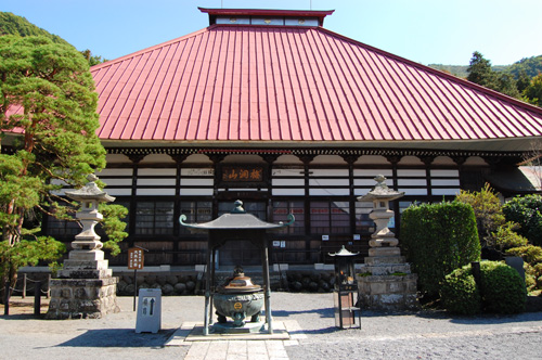 曹洞宗 梅洞山「岩松院」の本堂