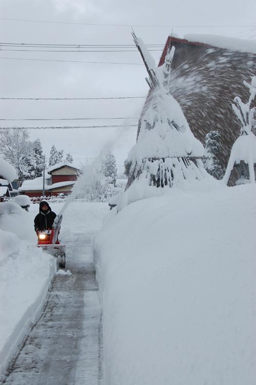 母屋の前も除雪