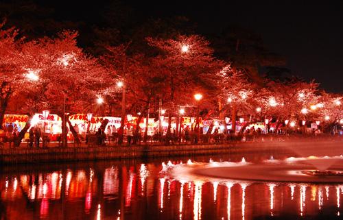 公園内に並んだ夜店