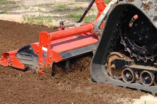 土を耕してくれます