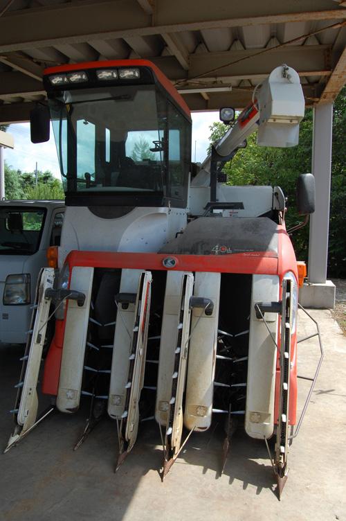コンバイン 稲刈機 稲刈り 刈り取り 脱穀 大型農機具