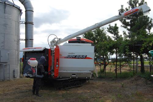 コンバイン 稲刈り 刈り取り 農機 清掃
